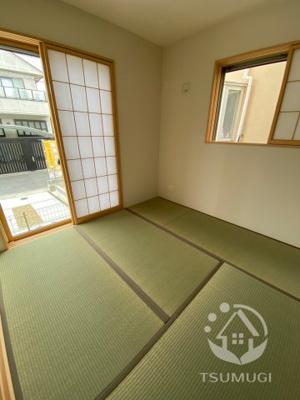 リビングから続き間になった和室。個室として、リビングの延長として、様々な用途に便利にお使いいただけます ※同仕様写真