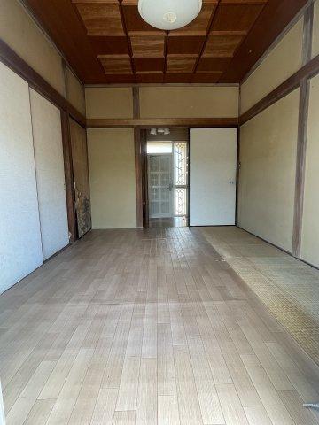 南側のお庭とつながった1階和室です。日当たり風通し良好です。