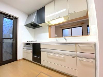 三口コンロ、ビルトイン食器洗い洗浄機はリフォームにより新設されました!