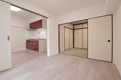 洋室(6.0帖):間仕切りを全て開けば3部屋繋がり開放感も増し動線も良いですね♪