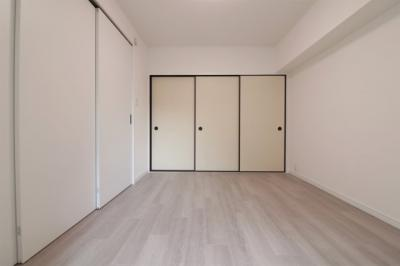 洋室(6.0帖):間仕切り戸を全て閉じた画です。