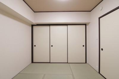 和室(4.5帖):こちらのお部屋は、廊下と洋室との2WAY動線のお部屋です。