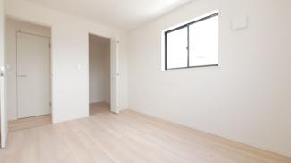 2階6.0帖の洋室です。ウォークインクローゼットあります。