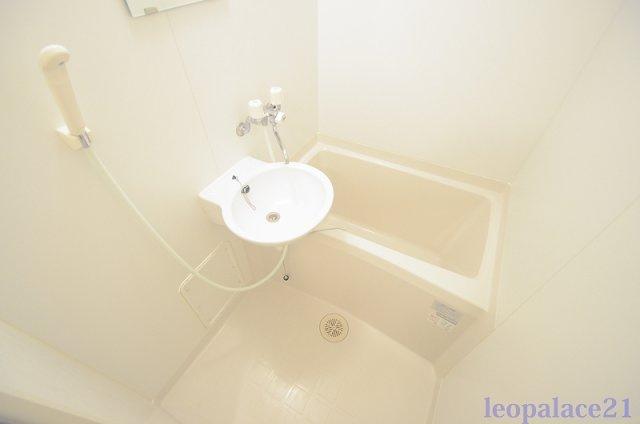 【浴室】レオパレスリヴェール