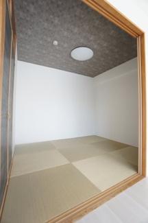 白を基調とした清潔感あふれるトイレです