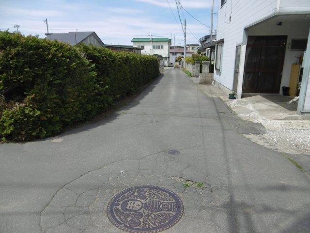 【前面道路含む現地写真】黒石市ぐみの木・土地B