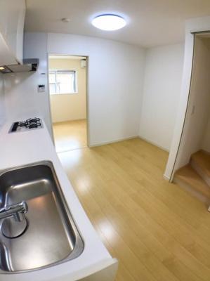 キッチンの西側のスペースになります♪ 冷蔵庫やカップボードなどを置くスペースとして最適ですよ♪