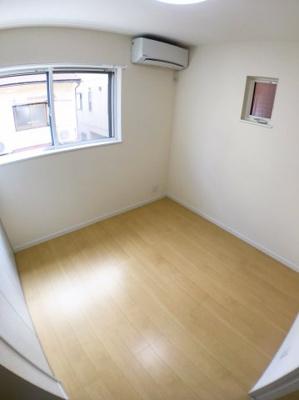 2階南側約4.8帖の収納になります♪ リビング横のお部屋になりますのでご来訪者のお泊りスペースにも使えますね♪