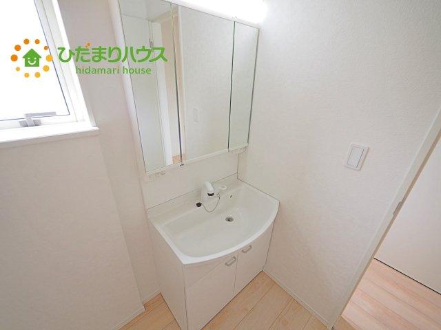 三面鏡裏収納には化粧品や洗面用品類をすっきり整理できます(#^^#)