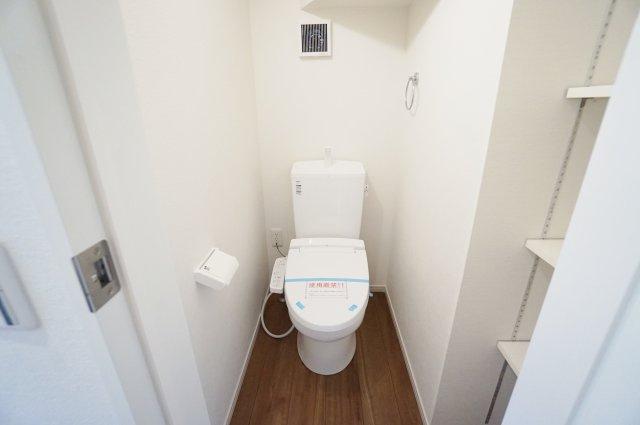 トイレは1階2階それぞれにございます 忙しい朝になど便利です