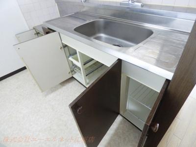 キッチン周りの収納も豊富
