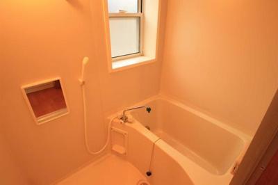 浴室にも窓有り!
