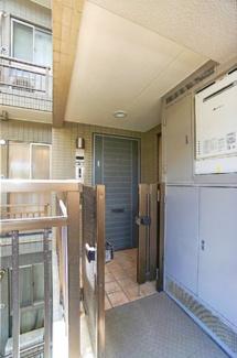 プライバシー性の高い、玄関ポーチ付き! 戸建のような感覚です。