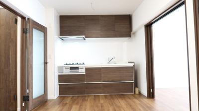 モダンなデザインの新規システムキッチン♪