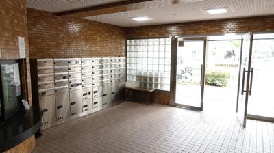 ロビーには宅配ボックスを設置しています。ご不在の際や、防犯面でも宅配ボックスが設置されていると安心です。