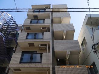 外観タイル張りのRC造。モダンな建物です。