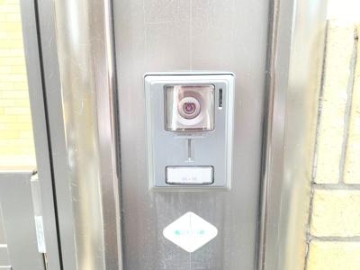 TVモニタ付きインターホンでセキュリティ面も安心です。