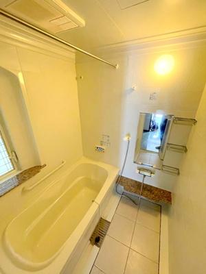 綺麗な浴室はバスタブも広く毎日ゆったりとお使いいただけます。追い炊き機能や浴室乾燥機も付いております。