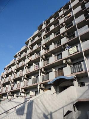 JR横須賀線「保土ヶ谷」駅より徒歩8分のマンションです。
