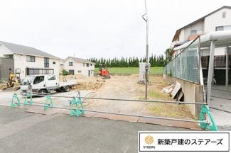 前面道路含む現地写真です。 3台駐車可能です!!