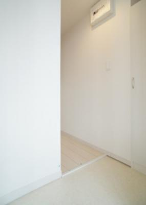 【玄関】リブリ・六番館