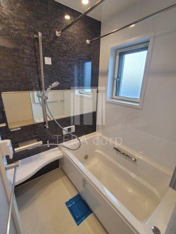 追い焚き・浴室乾燥機能完備 窓があるので換気もしっかりでき清潔です