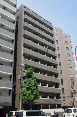 コンビニ・スーパーも近く生活に便利な分譲賃貸マンションです。