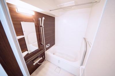 浴暖付の浴室は新品交換済みです。