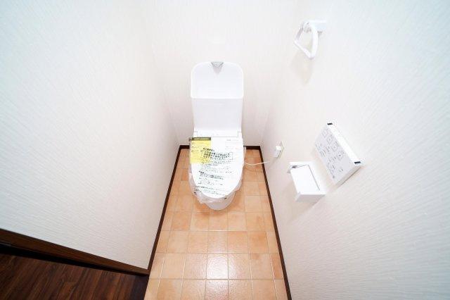 温水洗浄便座付トイレ新規交換済みです。