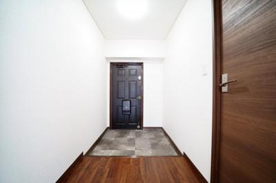 お好みの下駄箱が設置できる玄関です。