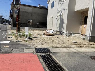 並列2台駐車が可能です。
