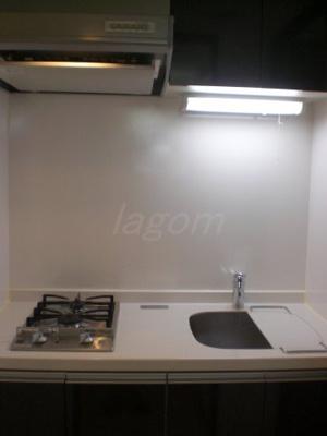 システムキッチン。2口ガスコンロ。