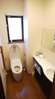 1階トイレ、手洗い・手すり完備