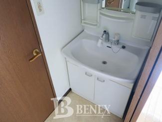スリーベルマンションⅠの独立洗面台です