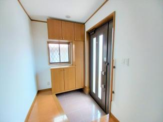 グランファミーロ リ・スタイル貝塚 南向きで明るい、SIC付きの玄関です!