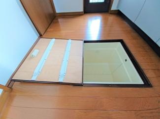 グランファミーロ リ・スタイル貝塚 床下収納が設置されているため、キッチン廻りをスッキリとご活用いただけます!