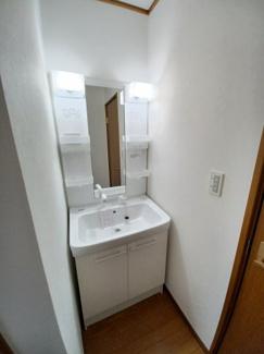 グランファミーロ リ・スタイル貝塚 2階にも洗面化粧台を設置したため、朝の忙しい時間帯でも混雑することなく支度ができます!