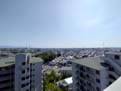 遮るものがなく綺麗な眺望です。お天気の良い日はバルコニーに出て深呼吸はいかがですか。
