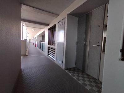 廊下部分も綺麗に清掃・管理が行き届いていますね。
