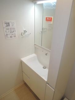独立洗面台です。リフォームにより新しくなりました。