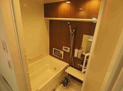 ユニライフ三ノ輪の浴室です。