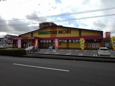 ドラッグストアモリ東合川店まで950m