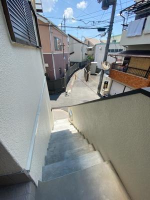 ■しっかりしたコンクリートの玄関階段です♪♪