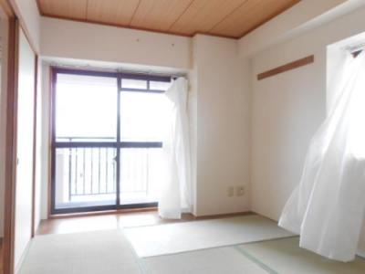 開放的な寝室です