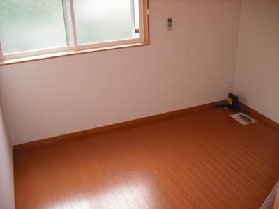 床はフローリング使用です