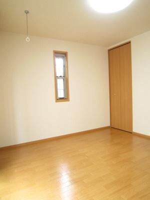 クローゼットのある南西向き洋室7.2帖のお部屋です!お洋服の多い方もお部屋が片付いて快適に過ごせますね♪