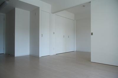 清潔感のあるフローリングのお部屋です。