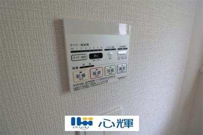 浴室換気・乾燥・暖房機(操作パネル)です。シンプルなデザインで操作も簡単です。完成予想図です。