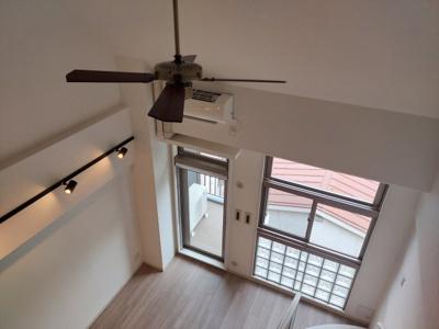 【居間・リビング】オシャレなメゾネットタイプ 天井高く開放的です レジディア六本木桧町公園