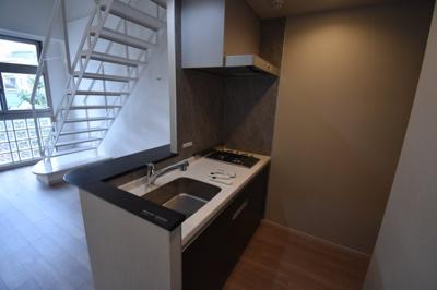 【キッチン】オシャレなメゾネットタイプ 天井高く開放的です レジディア六本木桧町公園